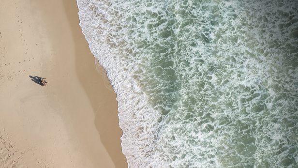 ビーチ カップル